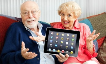 old-people-with-ipad-655x400